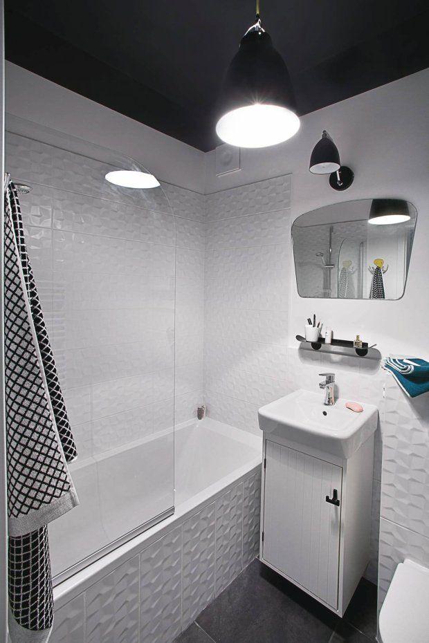 Łazienka z czarnym sufitem