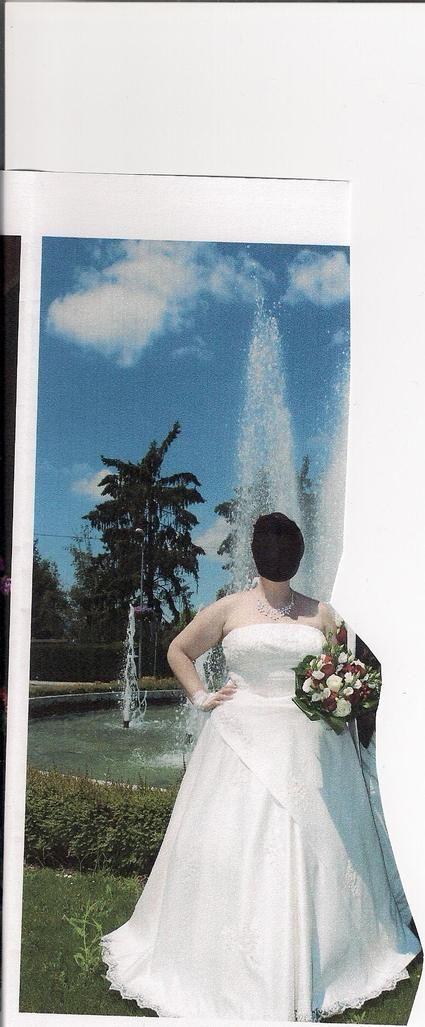 Robe de mariée avec traîne amovible couleur ivoire d'occasion