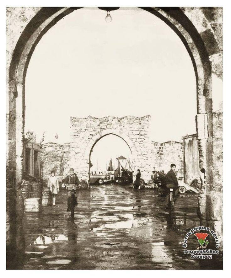 Γεωργαλλίδης Σταύρος η Ρόδος του Χτes   Ρόδος Παλιά Πόλη. Η παλιά Λαχαναγορά δεκαετία 50