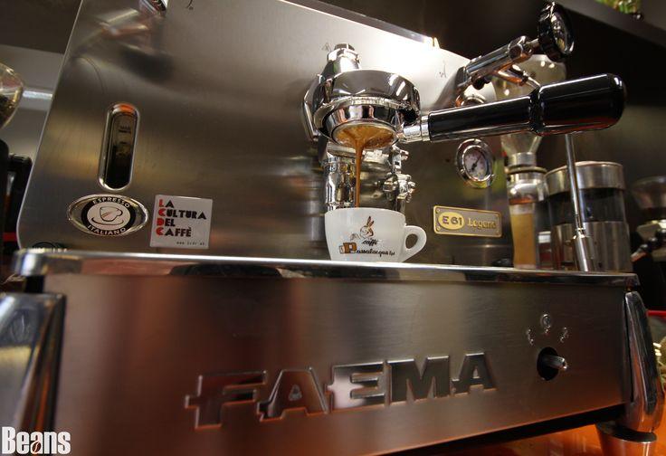 Bodenloser Siebträger Espresso Shot #passalaqua #espresso #bodenlos #italian #coffee #espresso #faema