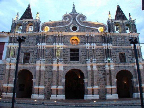 Santafé de Antioquia, Antioquia, Colombia. Iglesia de Santa Bárbara.