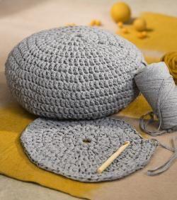 Réaliser une housse de pouf au #crochet. #DIY #Yellow #Grey