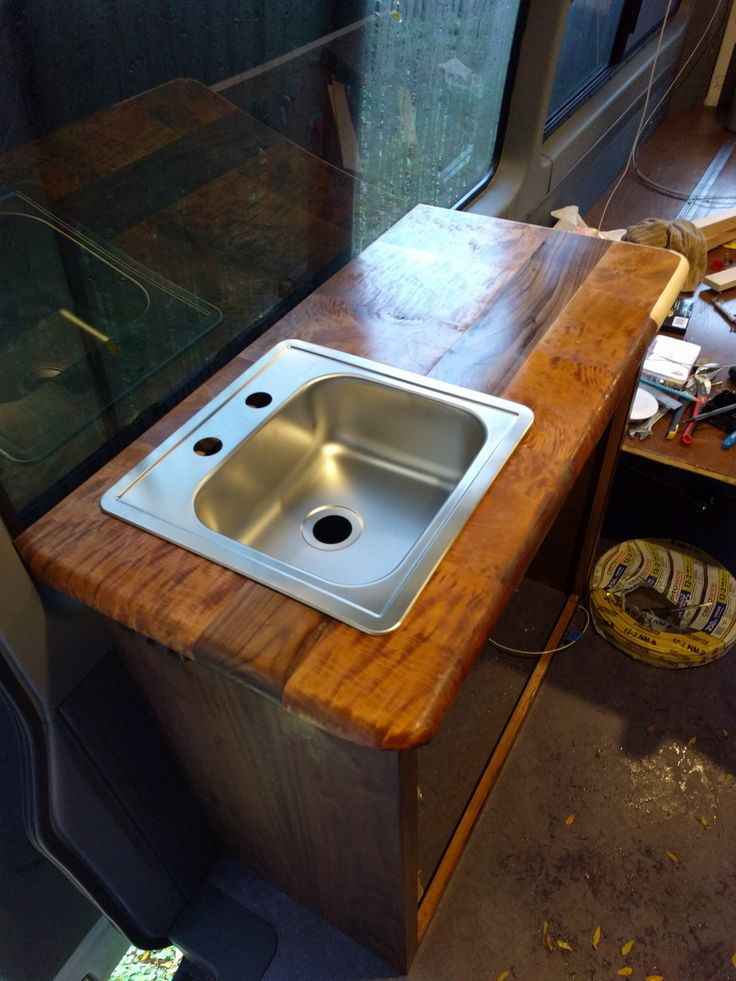 The sink is in!