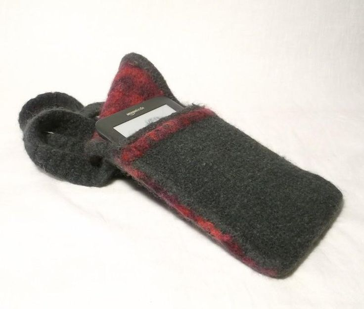 This easy to knit, felted bag has a front pocket, crisp shaping with contrast edging and an interesting layered edge seam feature. The soft but strong felt bag is an ideal size to keep your Kindle / I pad or similar sized device safe and secure. The flap secures with 2 magnetic closures or a button and the strap will fit neatly over your shoulder and hold this slim line bag close to your body for stylish security.
