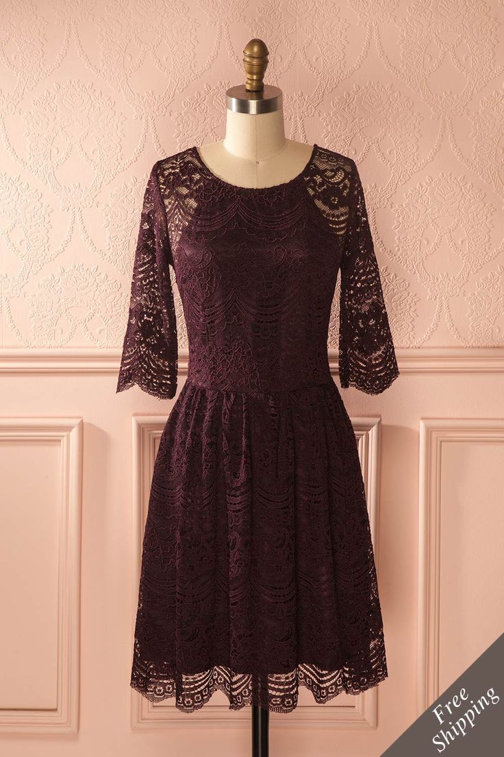 Elle était radieuse avec sa jolie robe aubergine et ses talons noirs.  She was radiant with her pretty aubergine dress and her black high heels. Violet lace half-sleeved dress https://1861.ca/collections/products/noralda