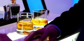 Liga otevřených mužů ve spolupráci s Klinikou adiktologie 1. Lékařské fakulty Univerzity Karlovy a Všeobecné fakultní nemocnice v Praze a Státním zdravotním ústavem organizují akci Suchej únor. Má upozornit na to, že 26 procentům mužů hrozí závislost na alkoholu. A tak mají zkusit vydržet celý měsíc bez jediné kapky jakéhokoli alkoholického nápoje. Připojit se mohou i ženy. Zvládli byste to?