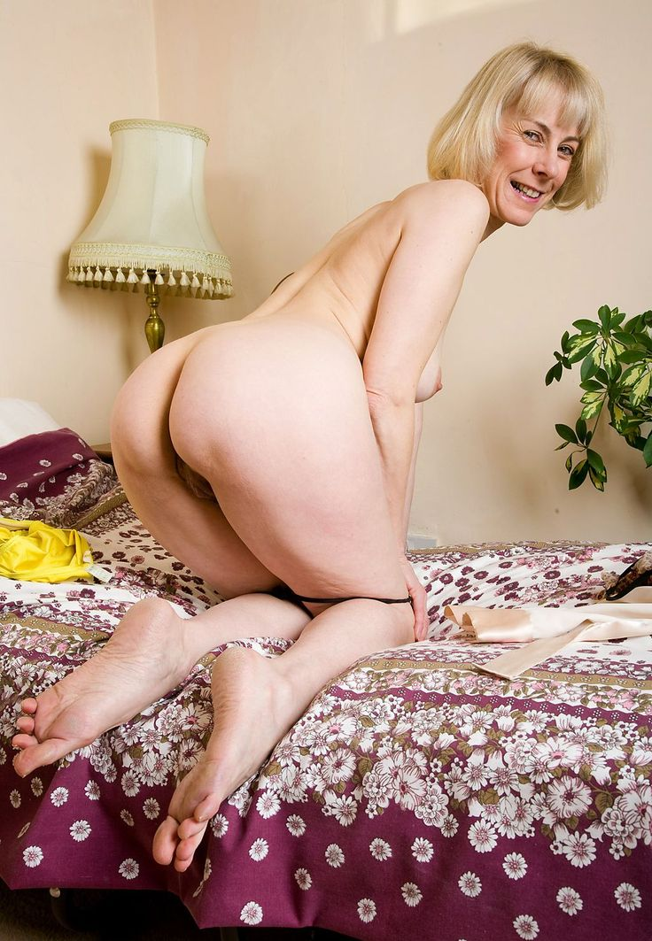 Mature Ladies Hazel 89