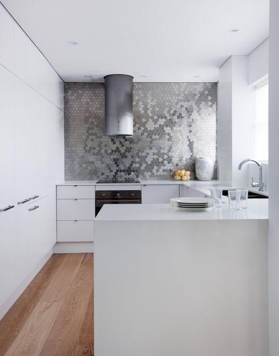 The Hottest Décor Trend 27 Metallic Tile Ideas