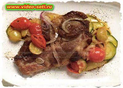 Scaloppa di maiale con verdure e uva