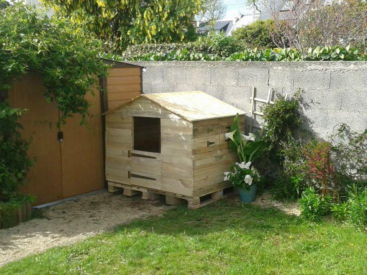 Cabane pour enfant avec une ossature en bois de palette et for Cabane jardin bois
