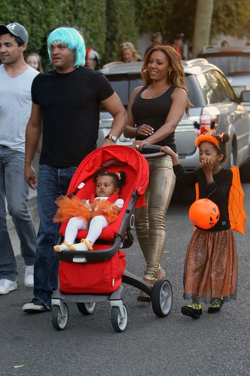 Melanie Brown, Stephen Belafonte and daughters. Trick or Treating.