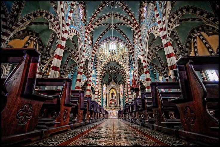 Iglesia de Nuestra Señora del Carmen, Bogota, Colombia | Flickr - Pedro Szekely