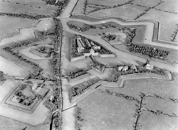 Fort van Knokke (Fort de la Kénoque), réalisé en 1746 (en réserve). Notice du plan-relief : http://www.museedesplansreliefs.culture.fr/collections/maquettes/recherche/la-kenoque-fort-van-knokke     Photo © Musée des Plans-reliefs / fonds Giraudon