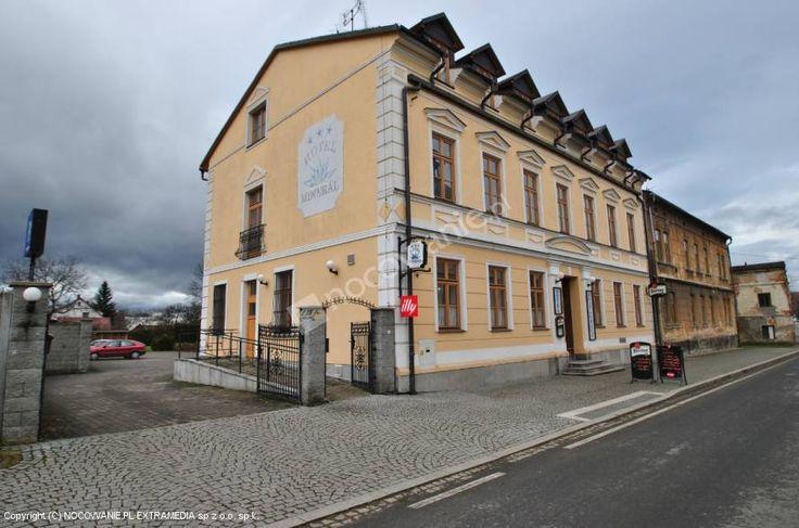 Zapraszamy do Hotelu Minerál *** w miejscowości Zlaté Hory u podnóża Jesioników. Hotel położony jest około 2 km od granicy z Polską i 4 km od polskiego miasta Głuchołazy. W okolicy sporo szlaków do uprawiania turystyki górskiej. Więcej informacji na: http://www.nocowanie.pl/czechy/noclegi/zlate_hory/hotele/126741/