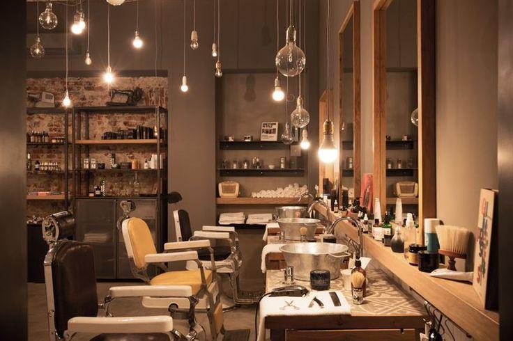 Oggi ci sono i barber shop, spazi polifunzionali aperti alla cura della barba e del proprio look, in un clima piacevole e rilassante