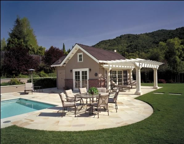 pool house (guest house). Love the back yard.