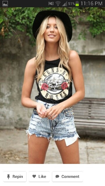 Love this outfit!!!!!!! Denim ripped shorts, GnR tee and a trilby <3