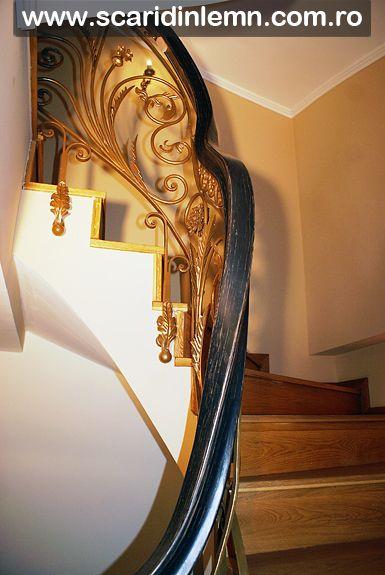 Balustrada cu mana curenta lemn curbat la scara interioara de lemn masiv