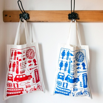 "awesome canvas shopping bags that just scream ""London"". found on fab. by Victoria Eggs"