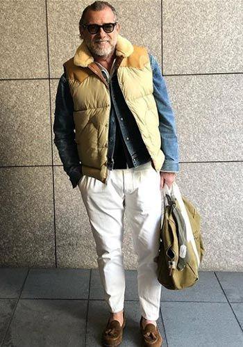 【60代男性】ベージュダウンベスト×Gジャン×茶ローファーの着こなし(メンズ) | Italy Web