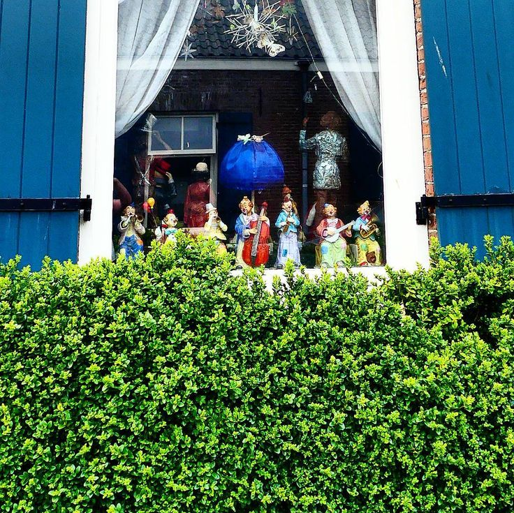 A window in #Klarendal filled with clown statues.