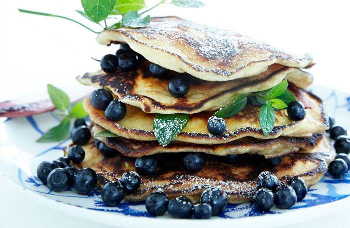 Recept på pannkakor med blåbär. Lika perfekt till frukost, mellis, lunch och middag. Eller som dessert!