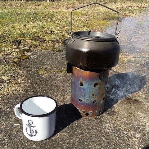 ☕️☀️😎 Afternoon coffee tastes even better outside 👍⚓️ Regram from @badbuddha36 Have e great weekend folks! #lionsandcranes #lionsocranes #mugg #mug #emaljmugg #enamelmug #kaffe #coffee #sol #sun #vår #spring #fredag #friday #weekend #design...