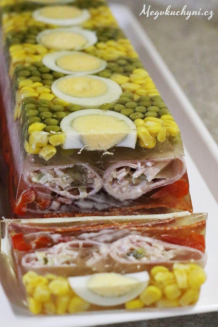 Aspikový dort nebo terina se šunkovými rolkami