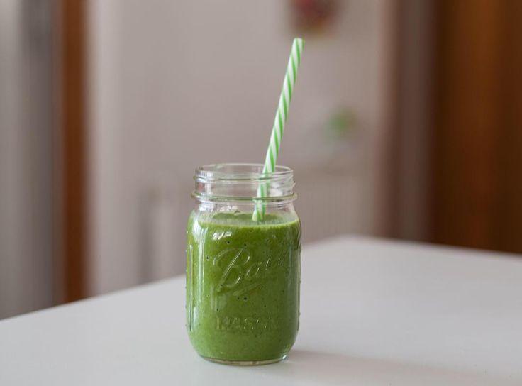 En güzel mutfak paylaşımları için kanalımıza abone olunuz. http://www.kadinika.com Blogda karalahanalı yeşil smoothie tarifi sizi bekler  Green kale smoothie recipe now on the blog #thecyprea#shineinsideout