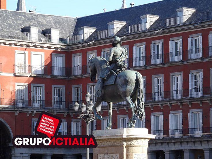 Madrid. Estatua de Felipe III. Grupo Actialia ofrece sus servicios en Madrid: Diseño web, Diseño gráfico, Imprenta y Rotulación. www.grupoactialia.com