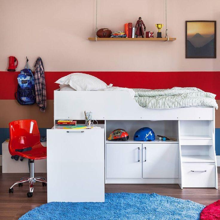Móveis versáteis quadros e toques de cor nas paredes são boas pedidas para um visual mais descolado no quarto. Afinal o ambiente predileto da casa merece combinações especiais.  Produtos: - Cadeira de Escritório Grant Vermelha; - Cama Multifunção Branca; - Tapete Shaggy Tufting Charmin 200 Redondo Royal São Carlos.  #ProduçãoCasaMobly #producaoMobly #Mobly #moblybr #casamobly #casa #decorating #decoracaodeinteriores #decorar #decor #producaoMobly #inspiracao #instahome #instadecor #instagood…
