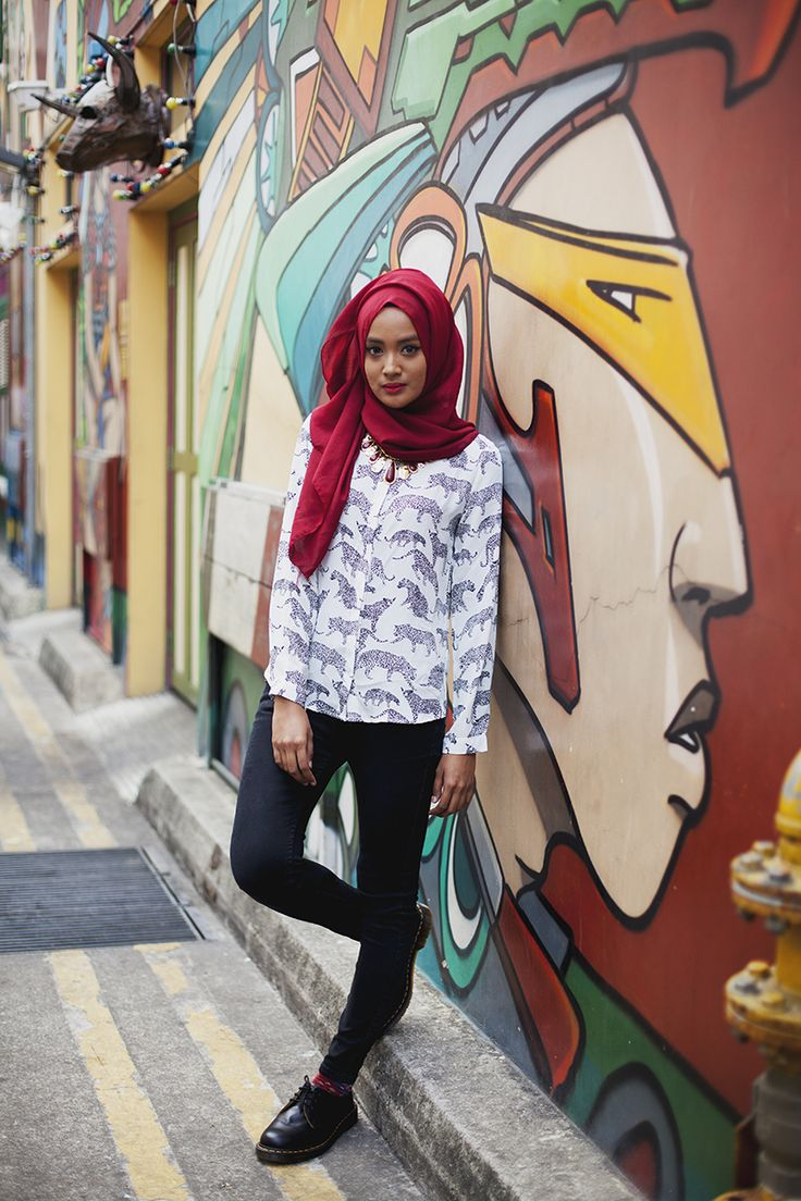 Radhia By: Langston Hues Singapore City, Singapore #modeststreetfashion