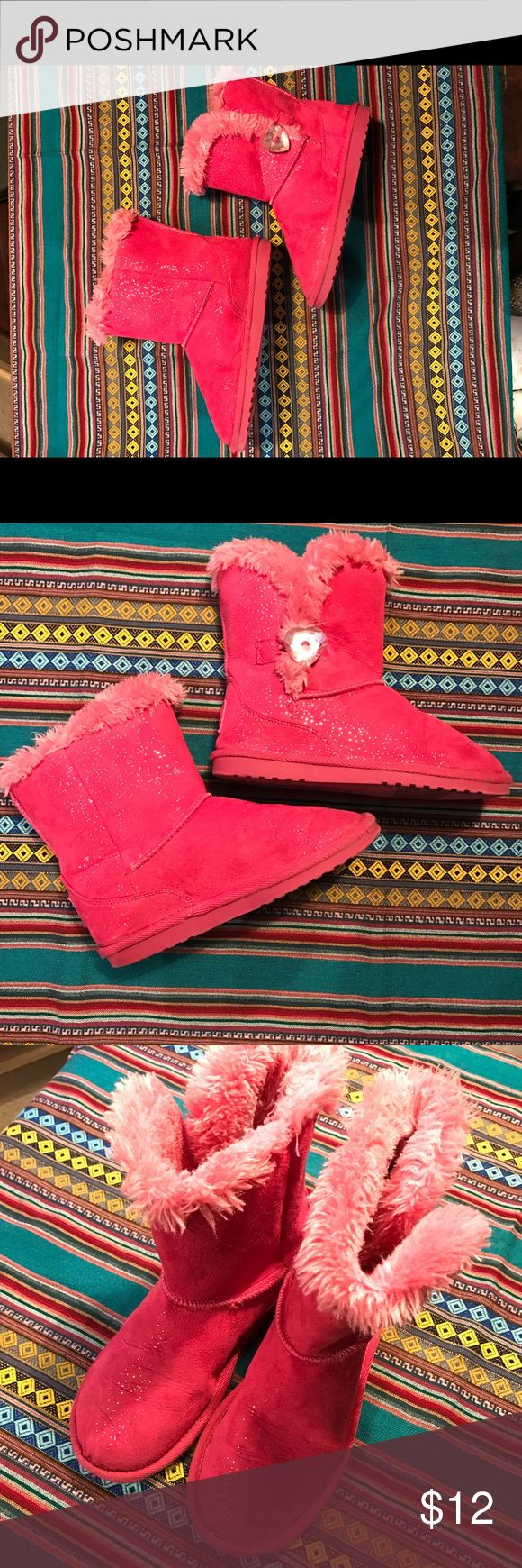 ❤Girls Size 2 Pink Ugg Style Boots ❤Girls Size 2 Pink Ugg Style Boots: Great Condition Pre-Owned with Heart Shaped Rhinestone Button, Clean Toes & Soles, Fur Lining Intact, Please See Additional Pics & My Love Notes for Solid 5 Star Ratings on Pre-Owned Shoes! Shoes Boots