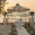 Matrimonio in spiaggia al Nabilah. Emozione del rito nuziale in riva al mare