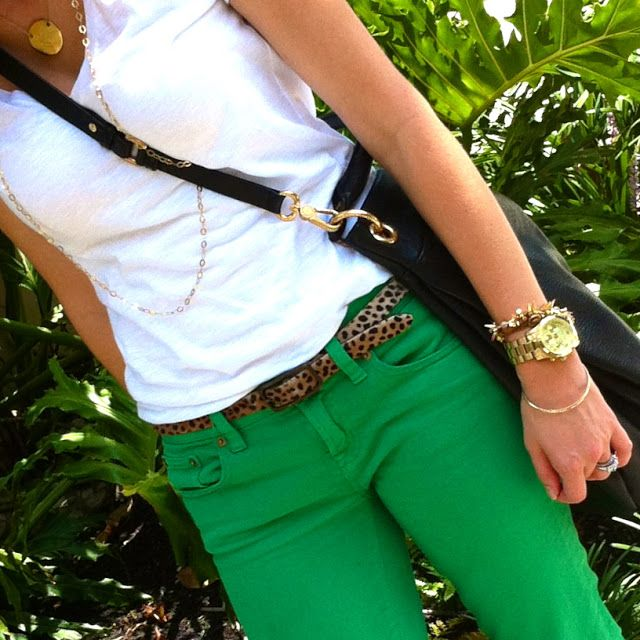 Colored jeans outfits