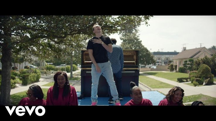 "Logic - Black SpiderMan ft. Damian Lemar Hudson Logic ""EVERYBODY"" available May 5th. Pre-order here: http://ift.tt/2nM2Ux8 Follow Logic: https://twitter.com/Logic301 http://ift.tt/1PKcZOl http://ift.tt/1KpStEF Music video by Logic performing Black SpiderMan. (C) 2017 Def Jam Recordings a division of UMG Recordings Inc. http://vevo.ly/6bYZ1S"