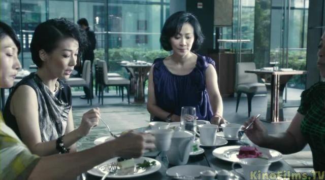 По законам Гонконга, женщина имеет право убить изменившего мужа, но обязательно голыми руками.