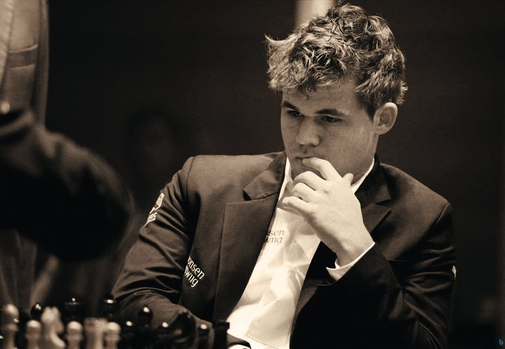 Magnus Carlsen b Sven Magnus Øen Carlsen (b 1990) Norwegian chess grandmaster (attained at age 13); World Chess Champion. magnuscarlsen.com