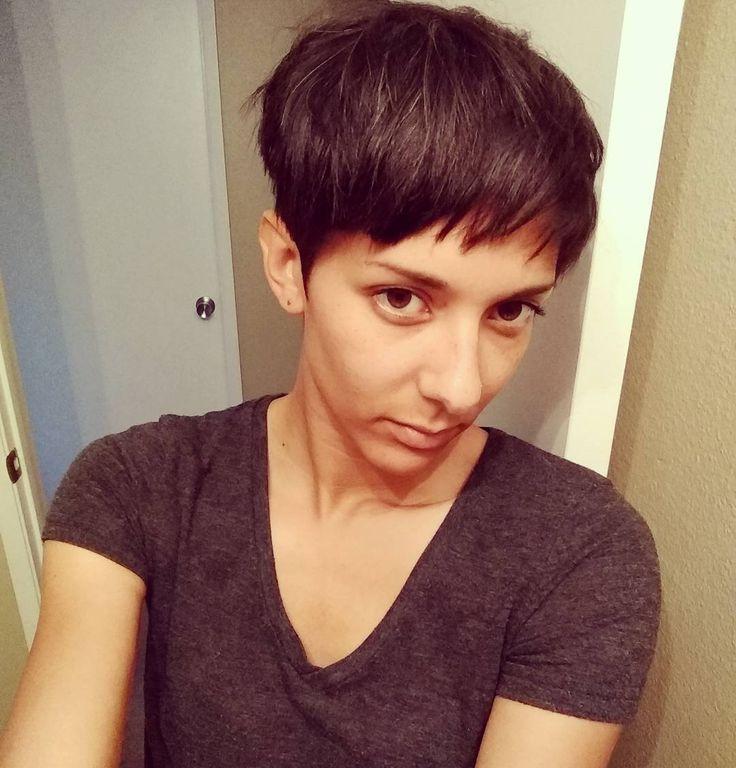 "Gefällt 33 Mal, 7 Kommentare - Jessica Clark (@octokitty) auf Instagram: ""Got a little haircut today 😎💇 #nomorehair #newhairnewlife #undercutpixie"""