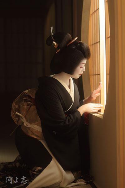 """Geiko 芸妓 (Geisha) ~ Miks' Pics """"Japan l"""" board @ http://www.pinterest.com/msmgish/japan-l/"""