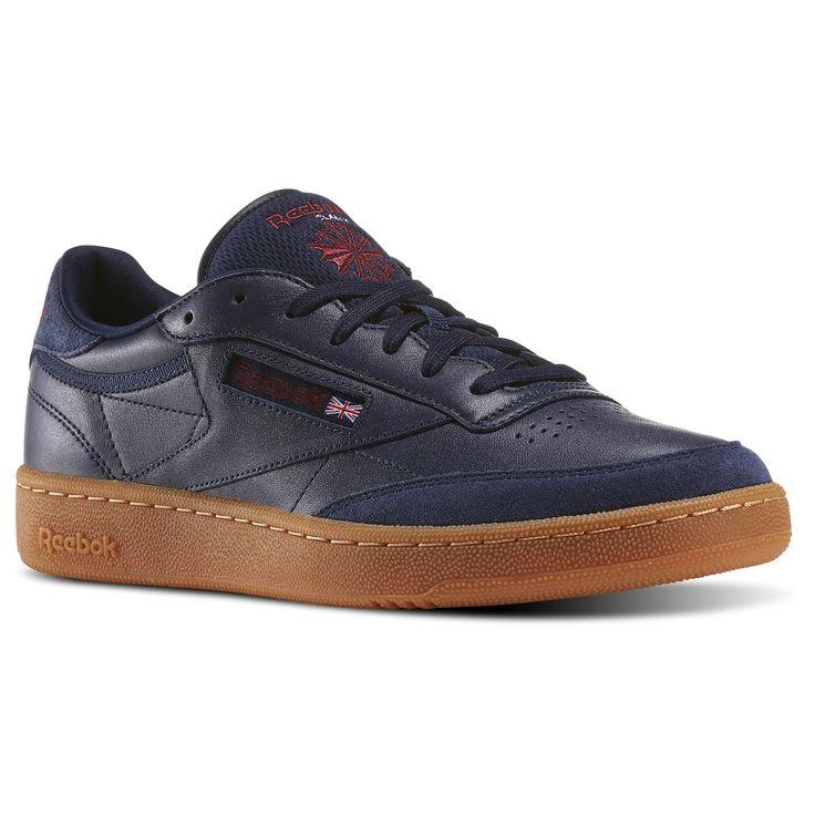 Твой путь уникален. Как и стиль, созданный кроссовками Club C 85. С ними теннисная мода выходит за рамки корта и устремляется на улицы. Резиновая подошва и кожаный верх создают цельный спортивный образ.