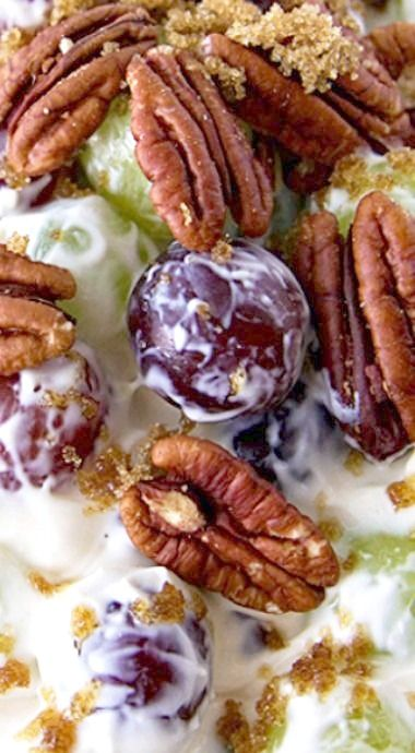 This Creamy Grape Salad is one of the most addicting fruit salads ever. Full of sweet red and green grapes,topped with some buttery pecans and a dusting of brown sugar. ❊