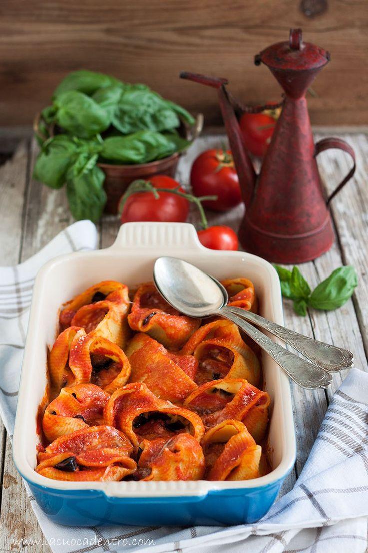 La pasta ripiena al forno è la vostra passione? Impazzite per la parmigiana di melanzane? Allora questa è la ricetta che fa per voi, perché in un'unica preparazionepotrete riunire entrambe …