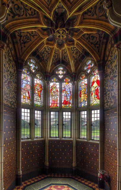 Cardiff Castle, Wales, UK, photo by Ceeyefaitch   https://www.facebook.com/MusetouchVisualArtsMagazine/photos/pb.147391365279120.-2207520000.1446220260./1082845748400339/?type=3
