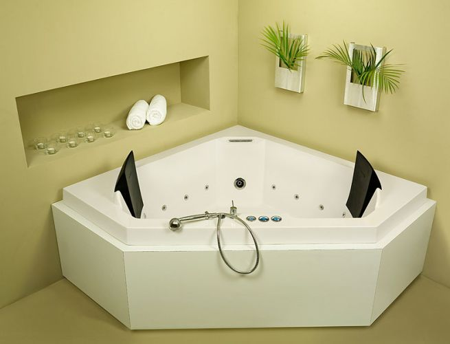 Corner Bathtub   Pretty Jet