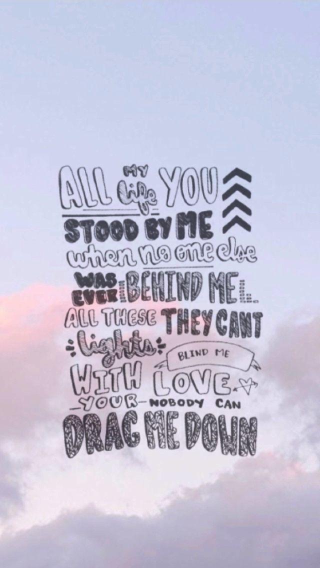 Toda mi vida estabas junto a mí cuando nadie más estaba detrás de mí, todas estas luces que pueden cegarme, con tu amor nadie puede tirarme abajo