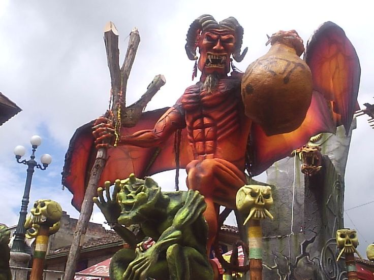 Carnaval del Diablo. Rio Sucio. Every two years, from January 4 to 9, in odd-numbered years.  http://es.wikipedia.org/wiki/Carnaval_de_Riosucio