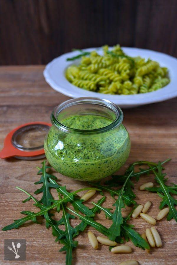 Pasta mit Rucola-Ziegenkäse-Pesto - http://siasoulfood.blogspot.de/