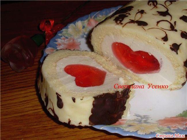 Бесподобный бисквитный рулет с cердечком из желе станет бесподобным десертом романтического ужина и доставит море наслаждения!