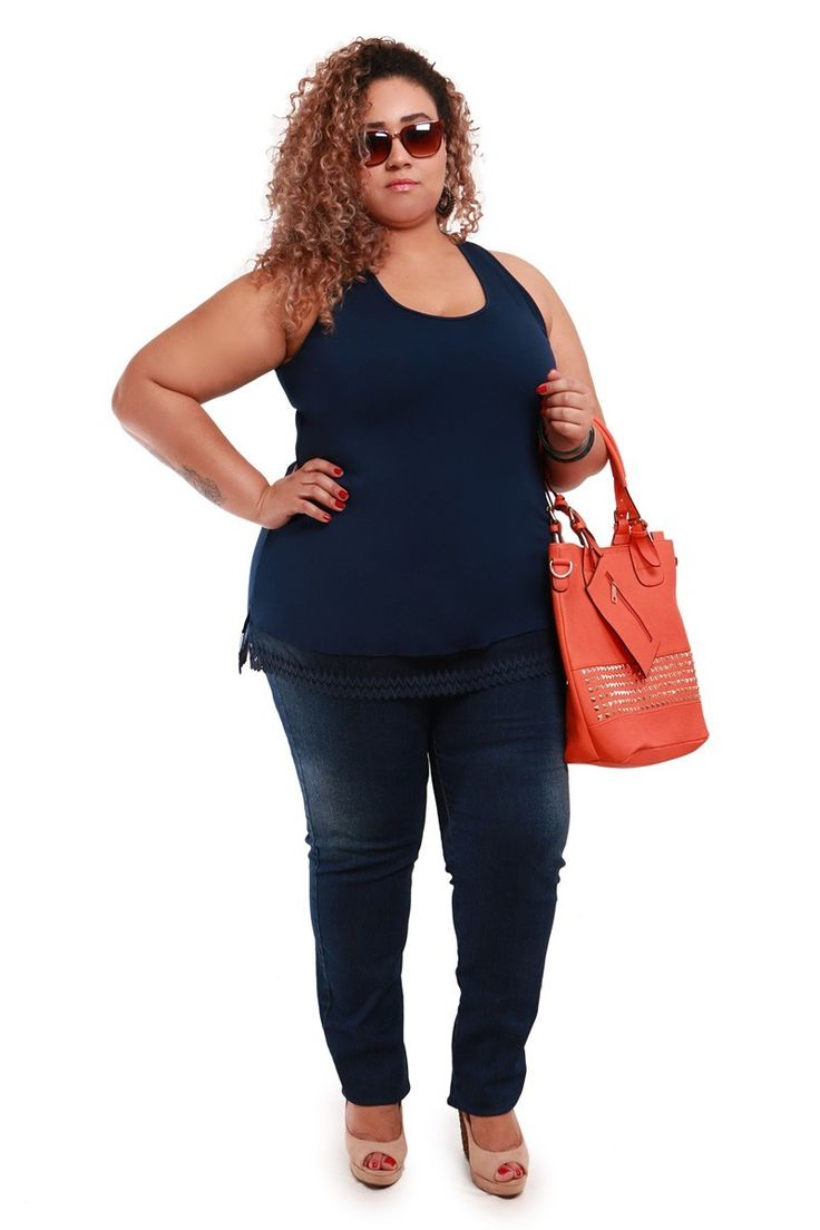 Regata com renda na barra azul plus size